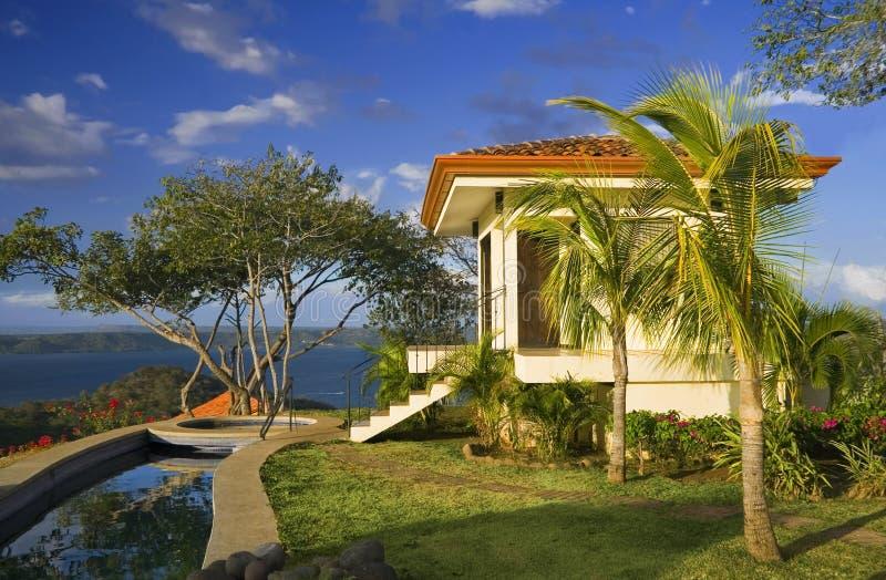 Idyllische tropische terugtocht royalty-vrije stock afbeeldingen