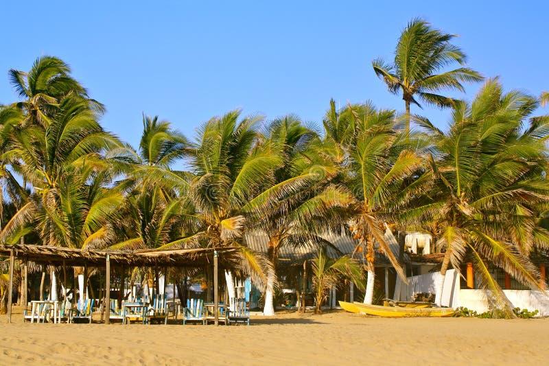 Idyllischer Strand nahe Acapulco, Mexiko lizenzfreie stockfotografie