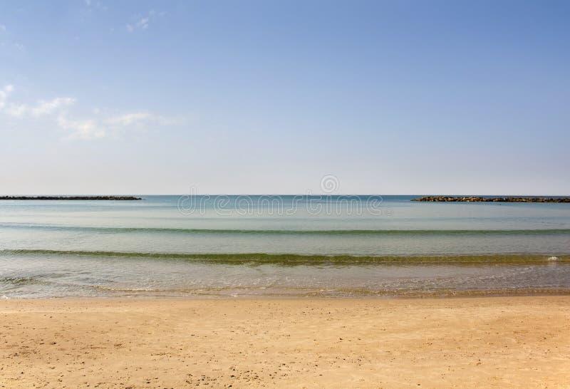 Idyllisk bild av havet i färdig stillhet arkivbilder