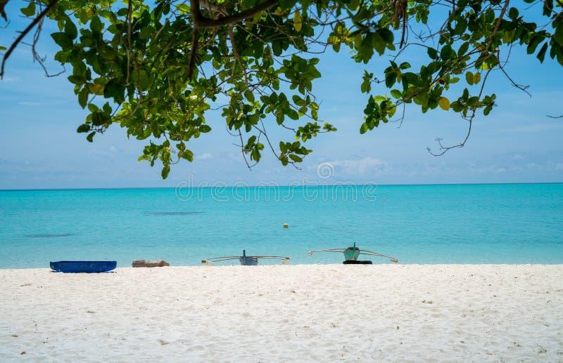 idylliskt tropiskt f?r strand arkivfoto