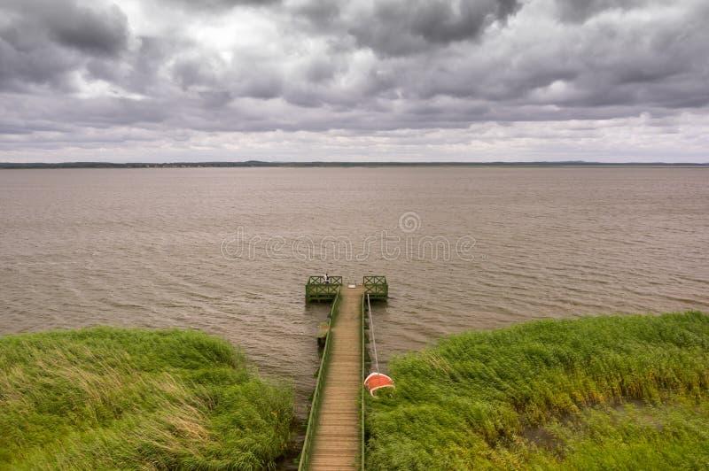{ier en el lago Lebsko imagenes de archivo