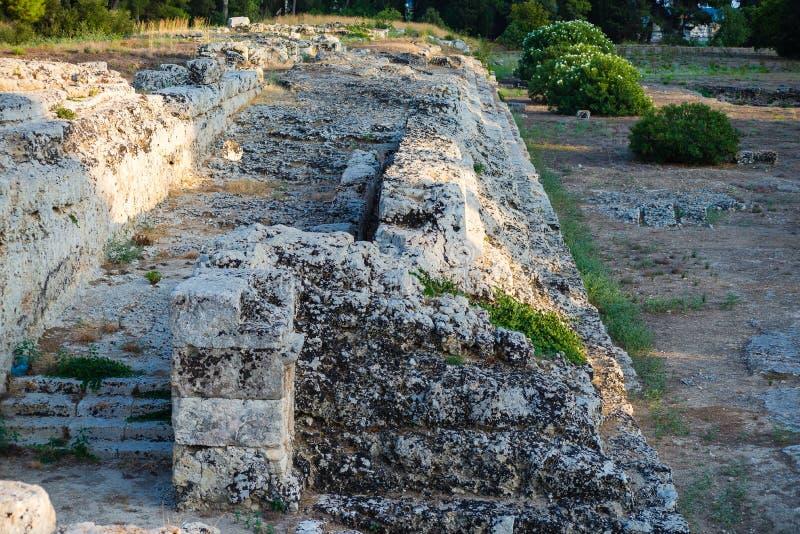 Ierone法坛我是在古老处所的大不朽的工作Neapolis在考古学公园内的西勒鸠斯  免版税库存照片