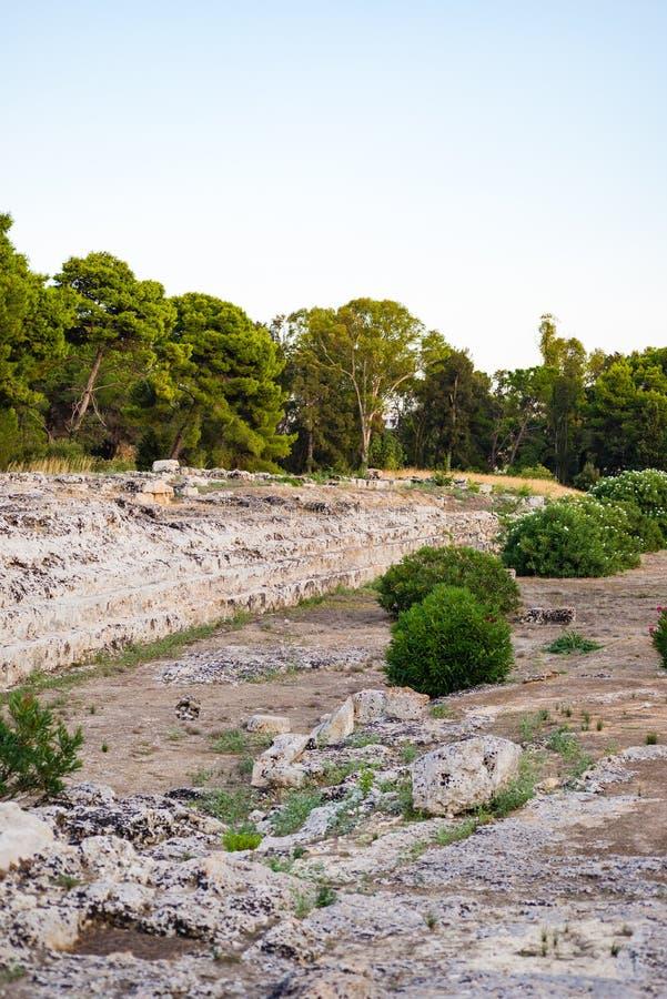 Ierone法坛我是在古老处所的大不朽的工作Neapolis在考古学公园内的西勒鸠斯  免版税图库摄影
