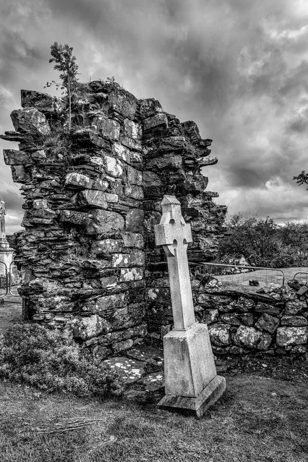 Iers Kruis in Abbey Ruins stock afbeelding