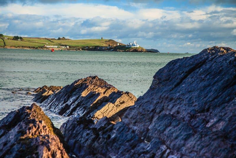 Iers landschap. Cork van de Provincie van de kustlijn Atlantische kust, Ierland stock foto's