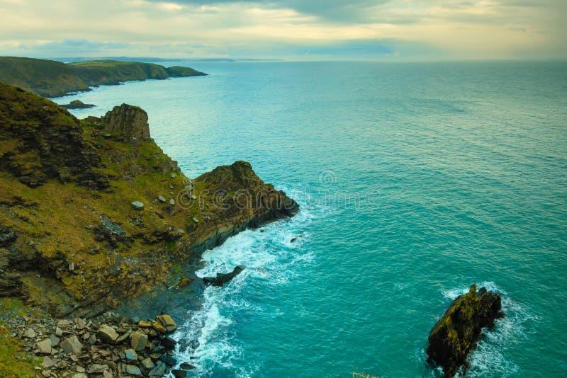 Iers landschap De kustlandschap van de kustlijnatlantische oceaan stock fotografie