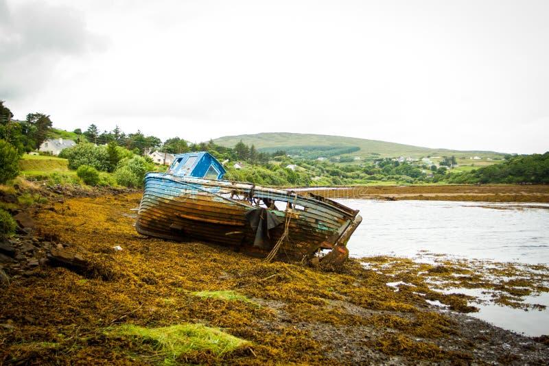 Iers Schip uit water verre mening royalty-vrije stock afbeelding