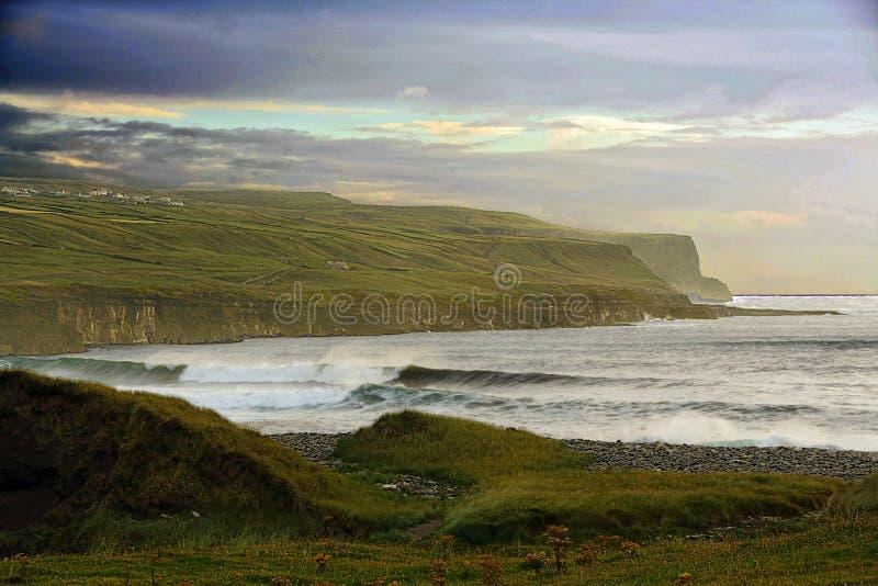 Ierse kustlijn stock foto's