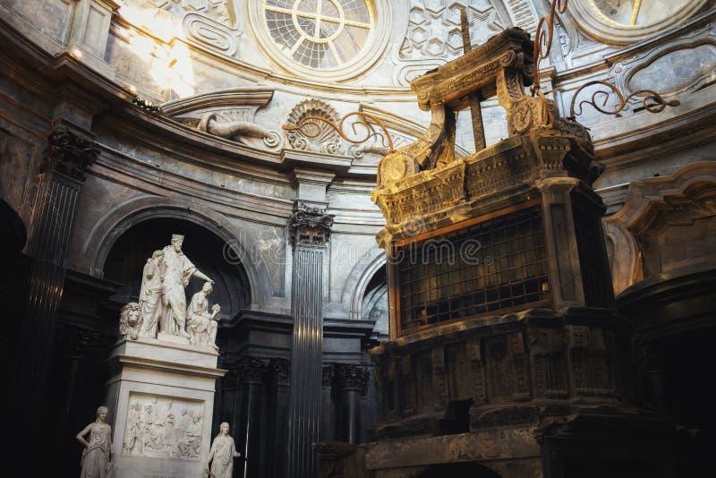 Iew da capela santamente da saia dentro da catedral de Turin, restaurada em 2018 fotografia de stock royalty free