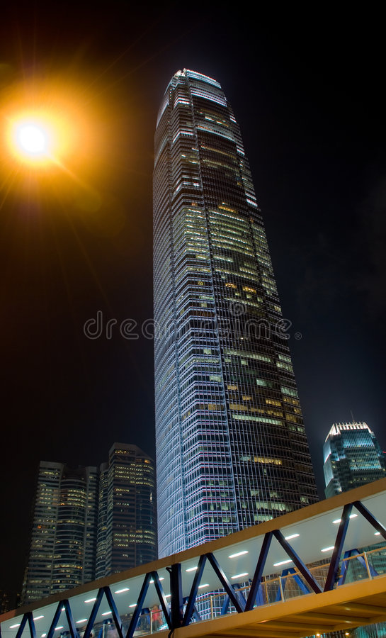 Ifc del rascacielos de la noche de Hong-Kong imagen de archivo
