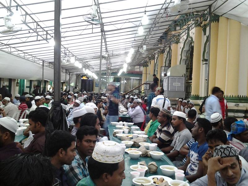 Ifter in Abdul Gafor Mosque, Singapore royalty-vrije stock fotografie