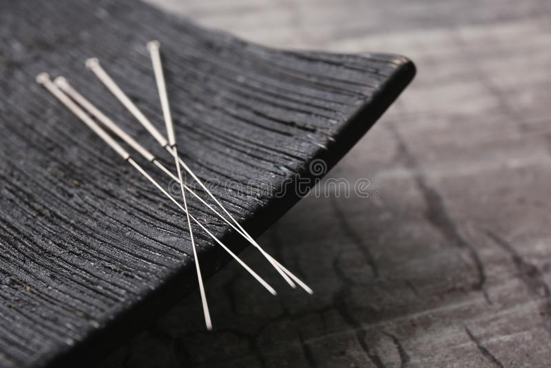 Igły dla akupunktury i dodatku specjalnego stojaka fotografia stock