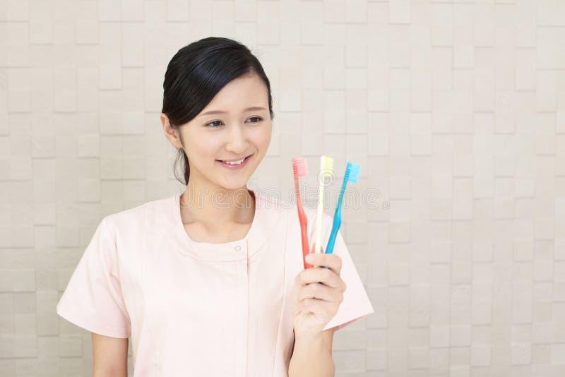Igienista dentale sorridente immagini stock