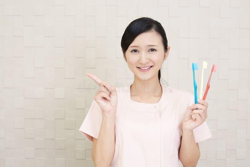 Igienista dentale sorridente immagini stock libere da diritti