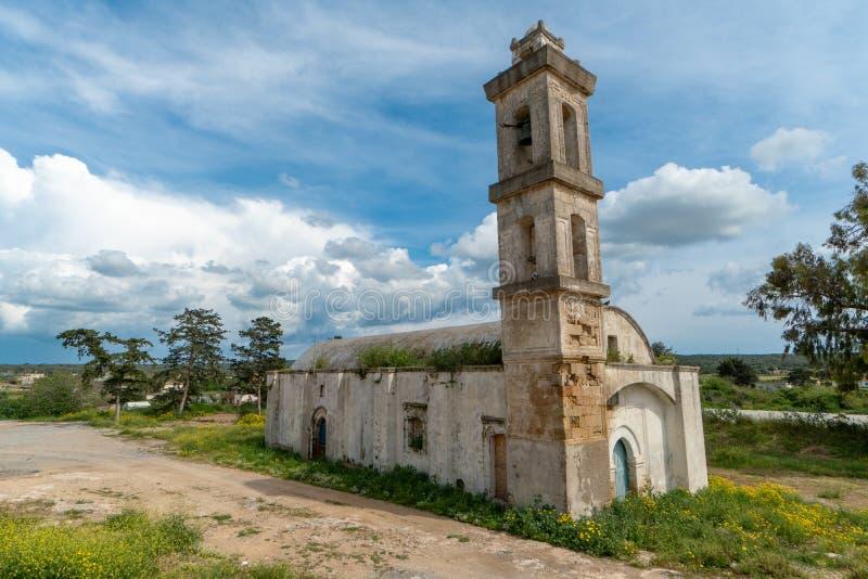 Iglesia abandonada en Chipre septentrional foto de archivo libre de regalías