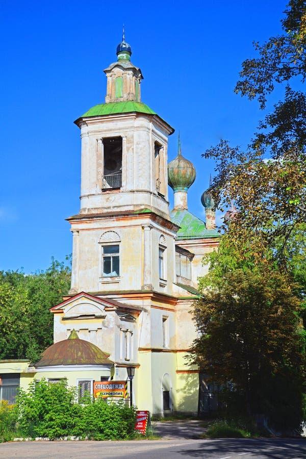Iglesia anterior de San Jorge en la ciudad de Torzhok, Rusia fotografía de archivo