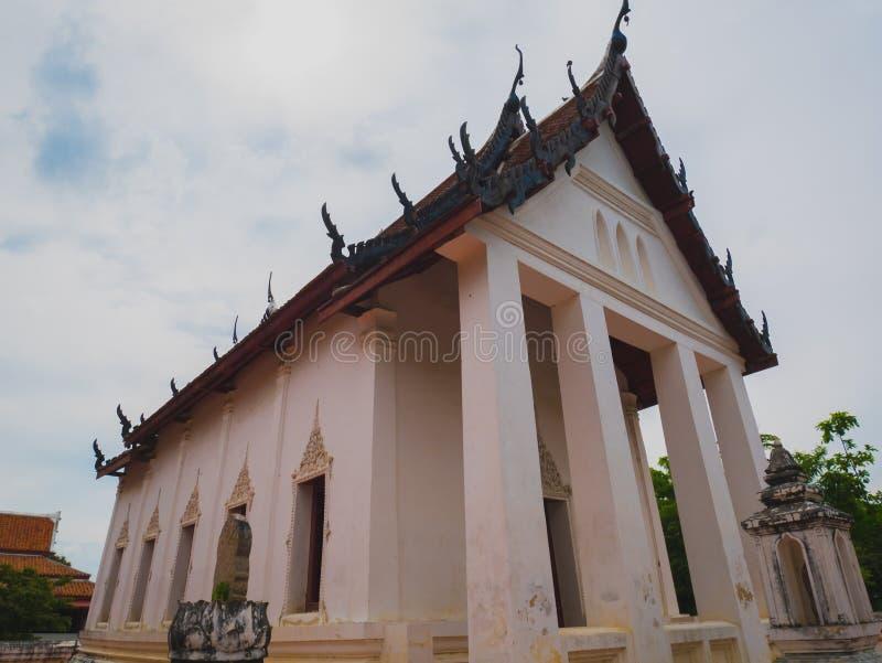 Iglesia antigua del templo budista tailandés imágenes de archivo libres de regalías