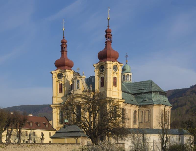 Iglesia barroca de la basílica de la Virgen María del Visitation en la primavera, luz de oro de la hora, lugar del peregrinaje, H foto de archivo