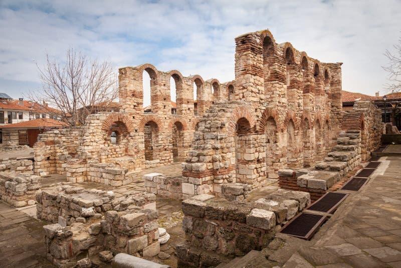 Iglesia bizantina vieja en Nessebar, ciudad antigua en la costa del Mar Negro, Bulgaria imagen de archivo