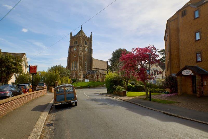 Iglesia Blacklands de Rist y coche de madera Morris Minor imágenes de archivo libres de regalías