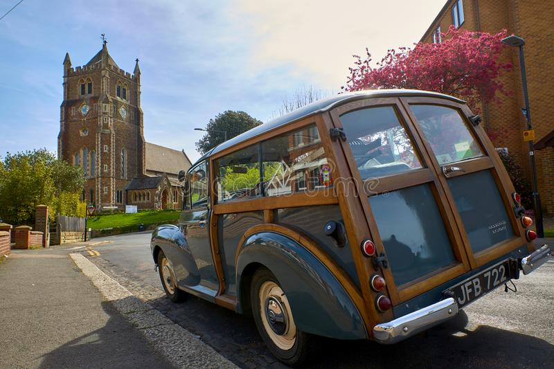 Iglesia Blacklands de Rist y coche de madera Morris Minor foto de archivo libre de regalías
