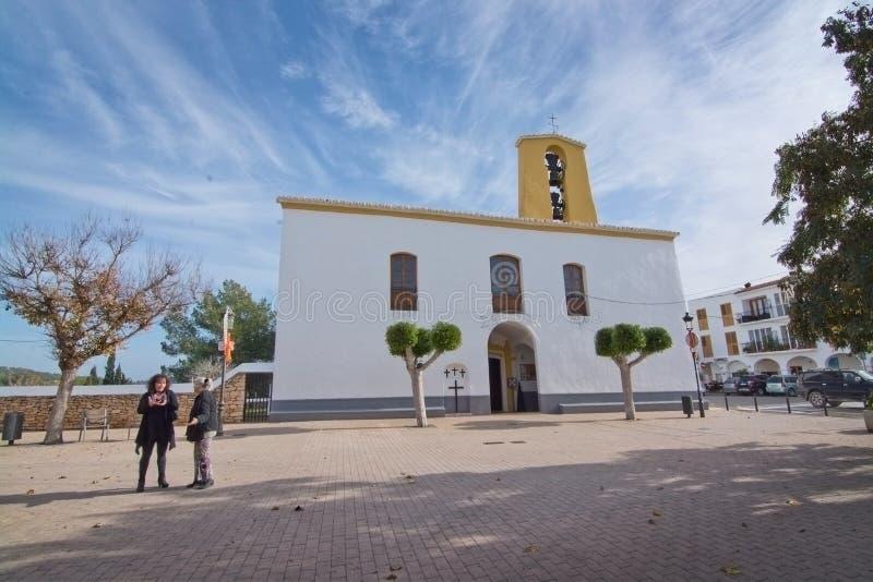 Download Iglesia Blanca De Santa Gertrudis En La Navidad Foto de archivo editorial - Imagen de mediterráneo, cultura: 64211563