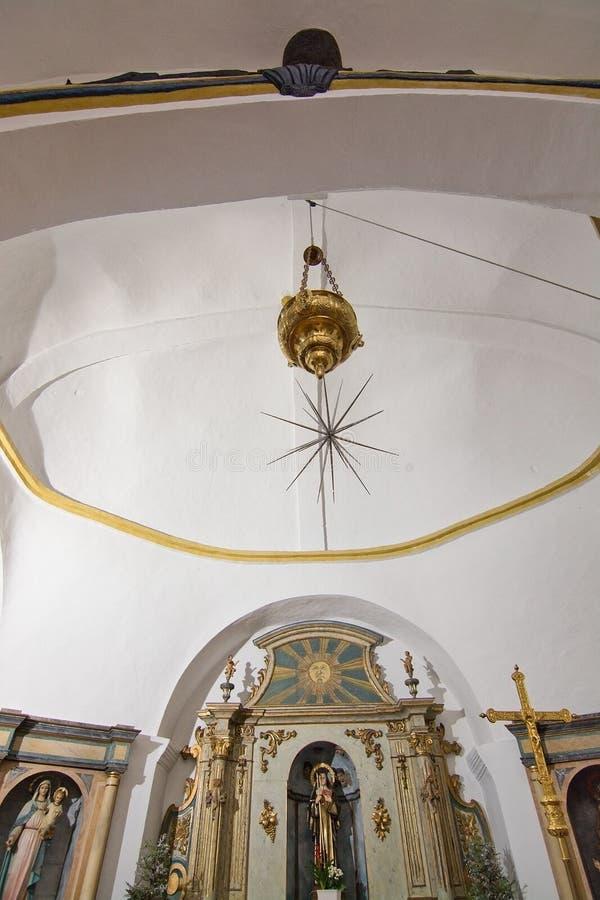 Download Iglesia Blanca De Santa Gertrudis En La Navidad Foto de archivo editorial - Imagen de cruz, navidad: 64211583
