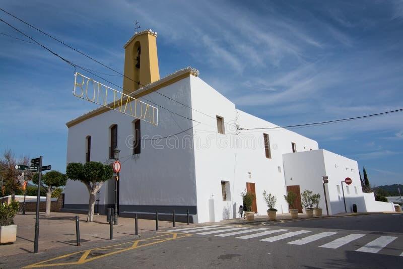 Download Iglesia Blanca De Santa Gertrudis En La Navidad Imagen editorial - Imagen de religioso, urbano: 64211645