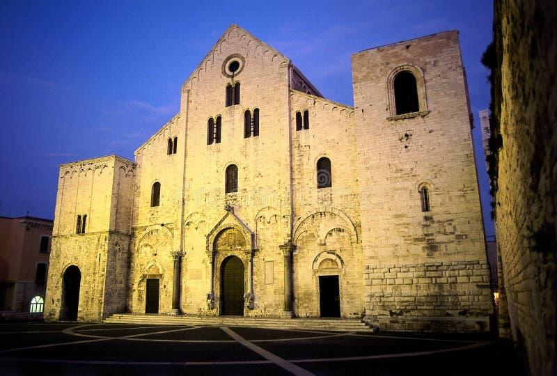 Iglesia blanca del Romanesque fotografía de archivo