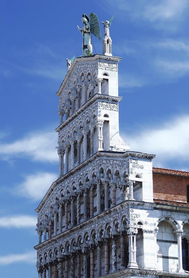 Iglesia católica de la basílica en Lucca, Italia foto de archivo