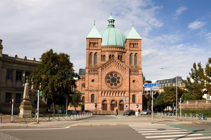 iglesia católica Santo-Pierre-le-Jeune en Estrasburgo fotografía de archivo libre de regalías