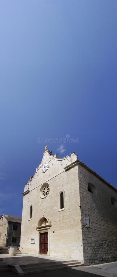 Iglesia católica vieja en Dalmacia foto de archivo