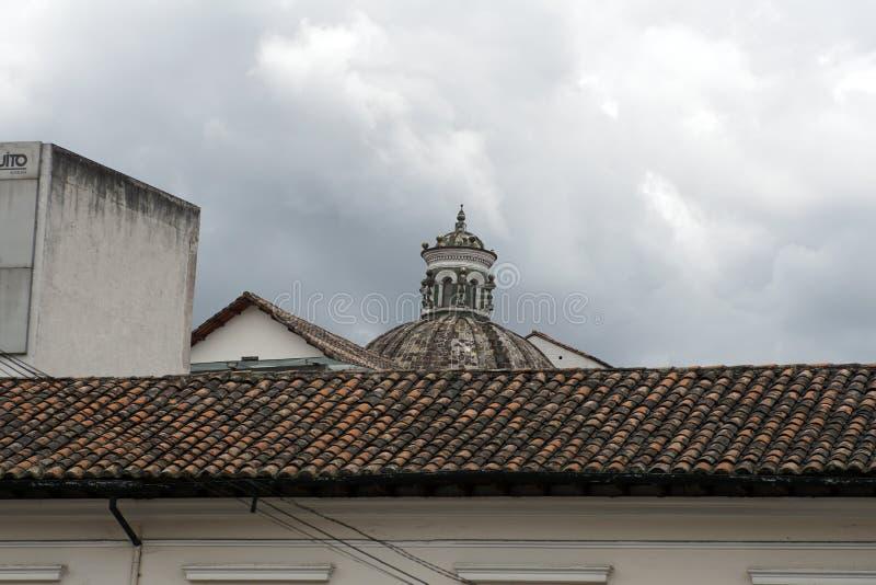 Iglesia colonial en Quito fotografía de archivo