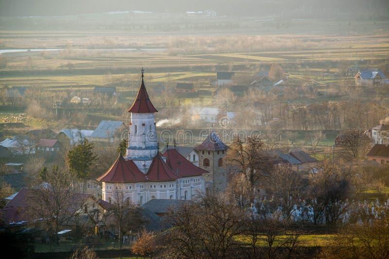 Iglesia cristiana en Rumania, sorprendiendo imagen de archivo libre de regalías