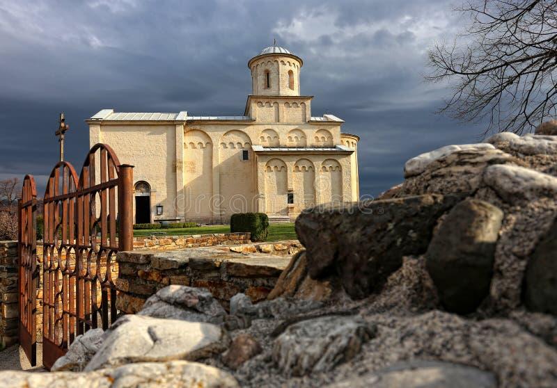 Iglesia cristiana ortodoxa medieval imagen de archivo