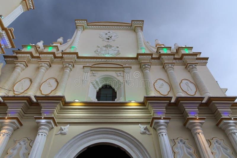 Iglesia de Λα Merced Church στο σούρουπο στο Leon, Νικαράγουα στοκ εικόνα