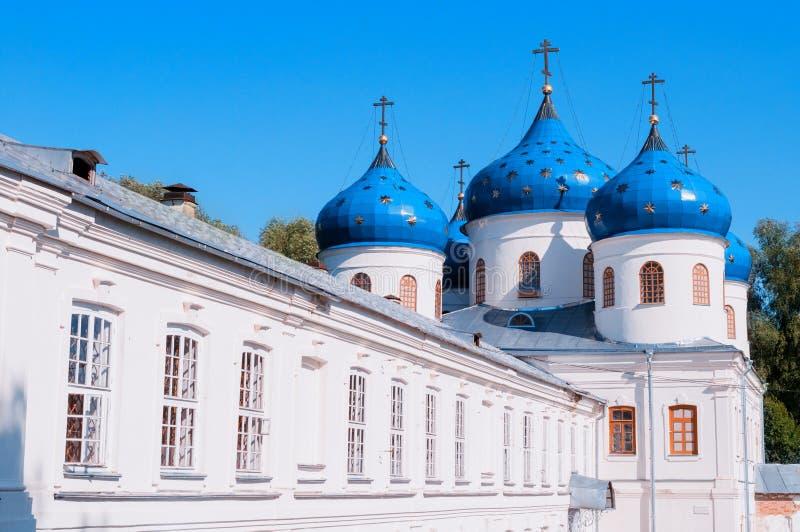 Iglesia de Exhaltation de la cruz en el monasterio ortodoxo ruso de Yuriev en Veliky Novgorod imágenes de archivo libres de regalías