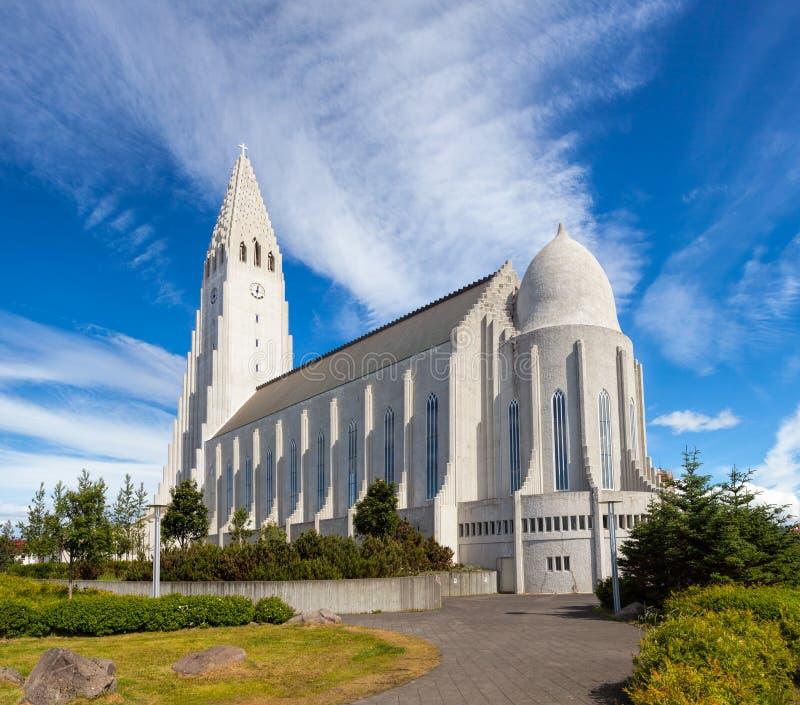 Iglesia de Hallgrimskirkja en Reykjavik Islandia imágenes de archivo libres de regalías