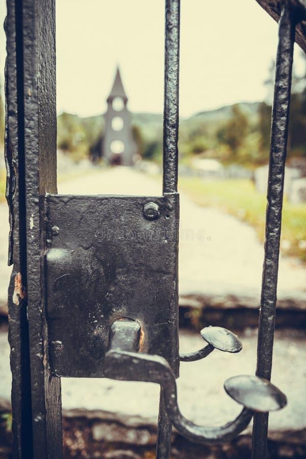 Iglesia de Hamre, isla Osteroy Noruega fotografía de archivo libre de regalías