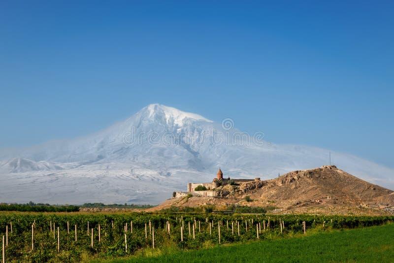 Iglesia de Khor Virap con la montaña en el fondo, Armenia de Ararat imágenes de archivo libres de regalías
