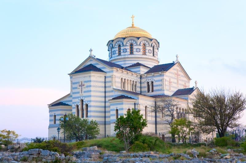 Iglesia de la catedral del St Vladimir de la tarde imagen de archivo libre de regalías
