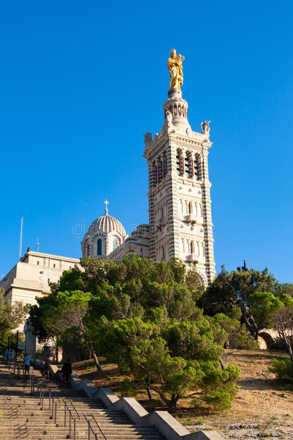 Iglesia de la catedral de Notre Dame De La Garde en Marsella - Francia fotografía de archivo libre de regalías