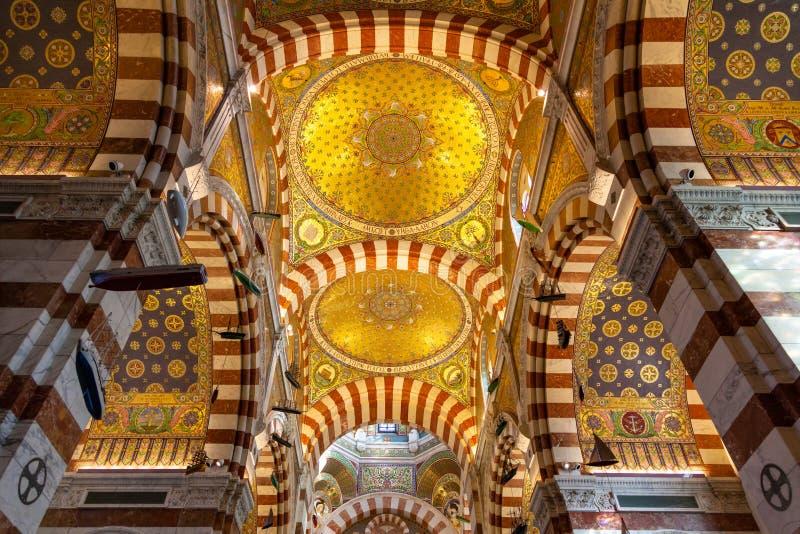 Iglesia de la catedral de Notre Dame De La Garde en Marsella - Francia fotografía de archivo