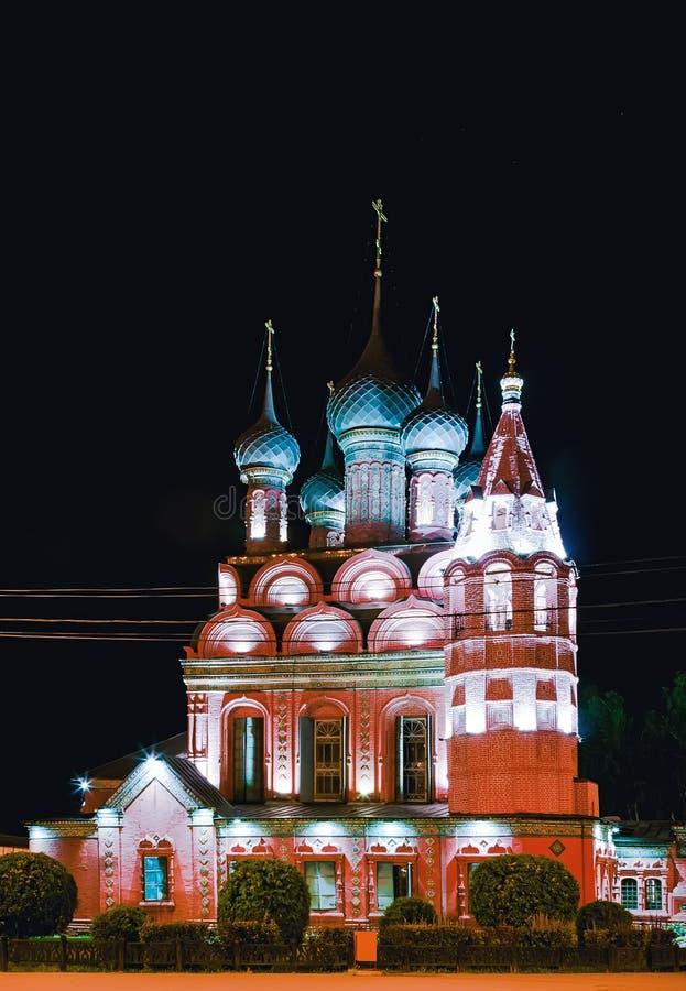 Iglesia de la epifanía en Yaroslavl en la noche imagen de archivo libre de regalías