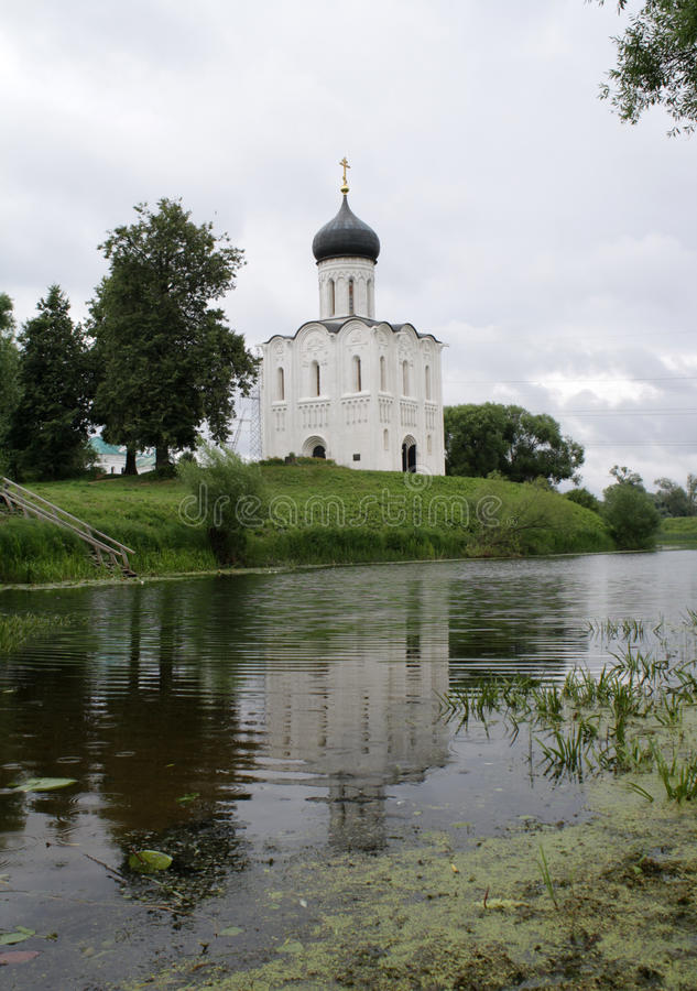 Iglesia de la intercesión en el Nerl fotografía de archivo