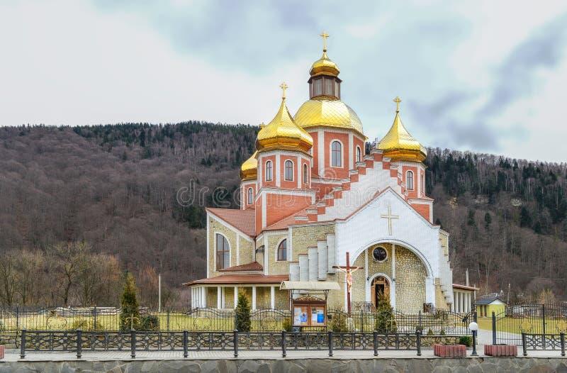 Iglesia de la natividad de St John el Bautista en Yaremche Cristianismo, la religión Karpaty imagen de archivo