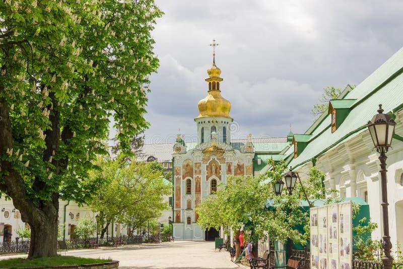 Iglesia de la puerta de la trinidad de Kyiv Pechersk Lavra, Ucrania fotografía de archivo libre de regalías