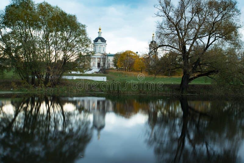 Iglesia de la reflexión de Michael Archangel By River With foto de archivo libre de regalías