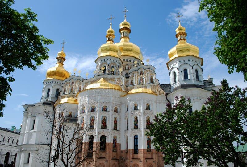 Iglesia de la suposición de la Virgen María bendecida de Kiev-Pechersk Lavra fotos de archivo