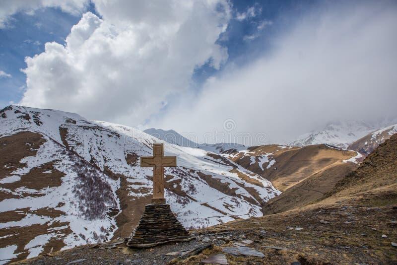Iglesia de la trinidad santa de Gergeti, Kazbegi, Georgia fotos de archivo libres de regalías